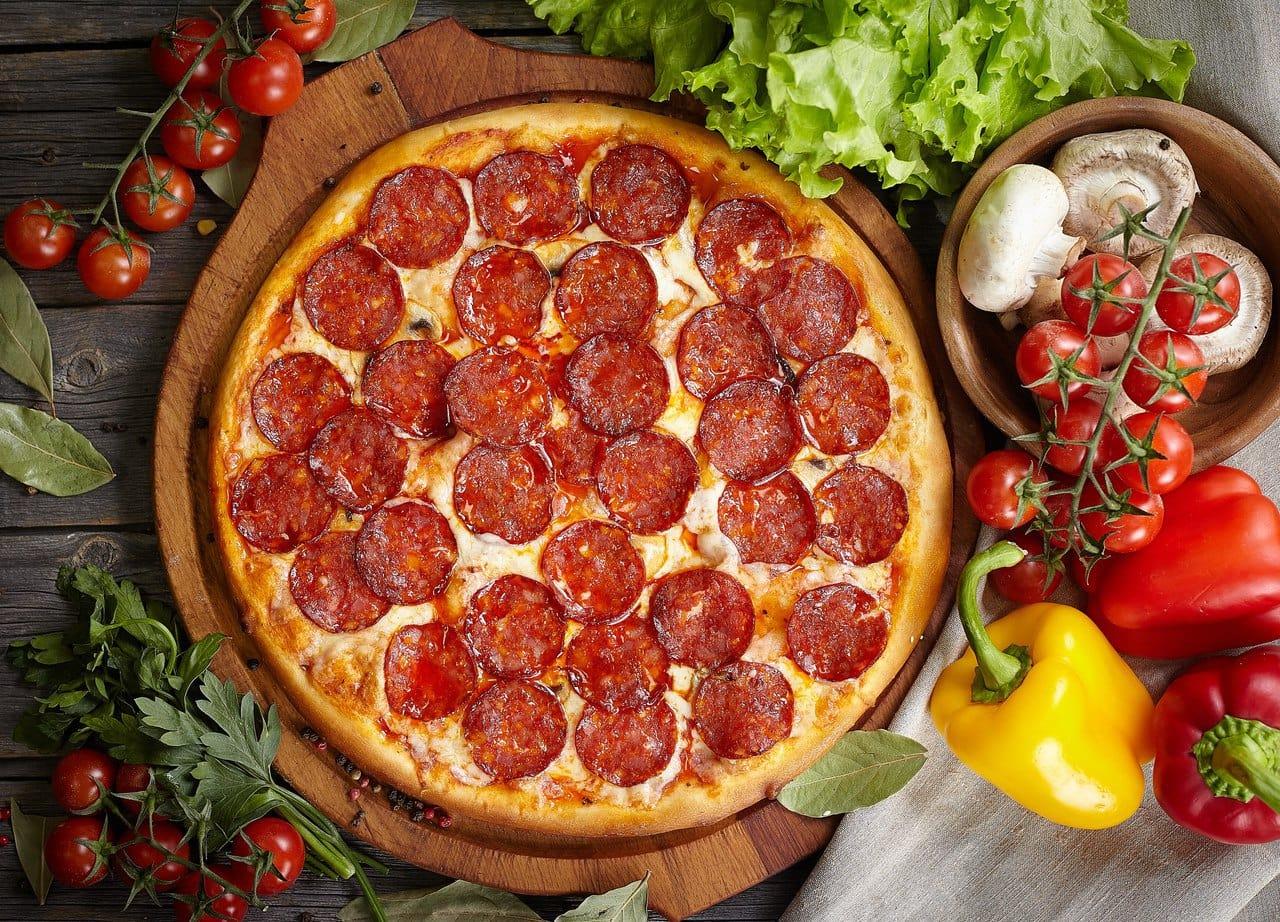 День пиццы пепперони